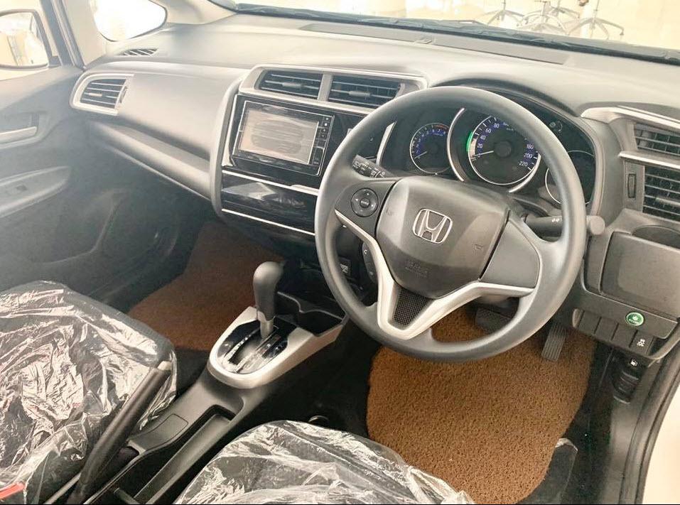 Honda Jazz V+ CVT ราคา 694,000 บาท ดาวน์ 25% 173,500 บาท ไม่มีคนค้ำประกัน  ยอดจัดไฟแนนท์ 520,500 บาท  ผ่อน 48 งวด 2.29% 11,837 บาท  ผ่อน 60 งวด 2.29% 9,668 บาท  ผ่อน 72 งวด 2.59% 8,352 บาท  ผ่อน 84 งวด 2.89% 7,449 บาท